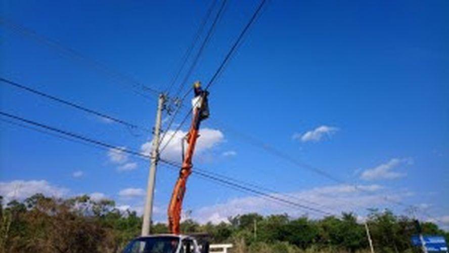 Rede de iluminação recebe manutenção
