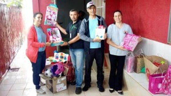Escola infantil recebe brinquedos arrecadados