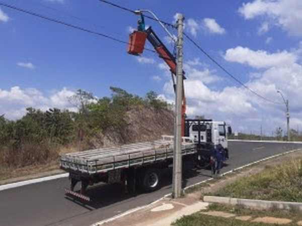 Rede de iluminação interna recebe manutenção